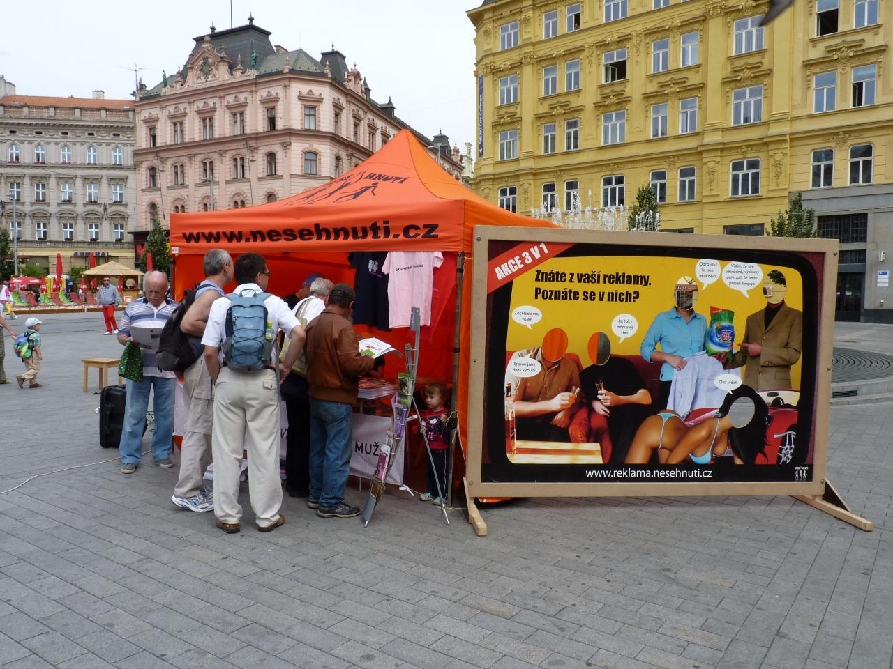 Brno oslavilo Den rovnosti žen a mužů happeningem na Náměstí Svobody