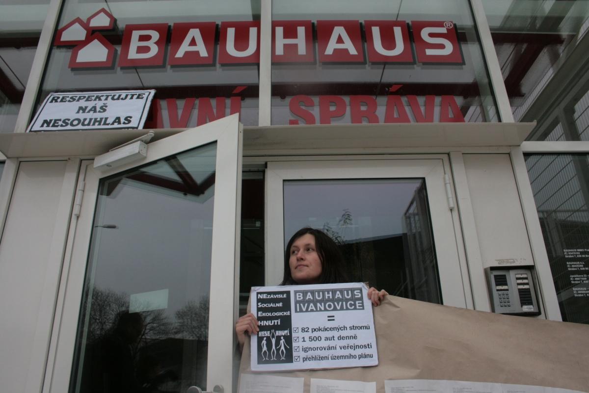 Plán Bauhausu: pokácet 82 stromů a postavit hypermarket