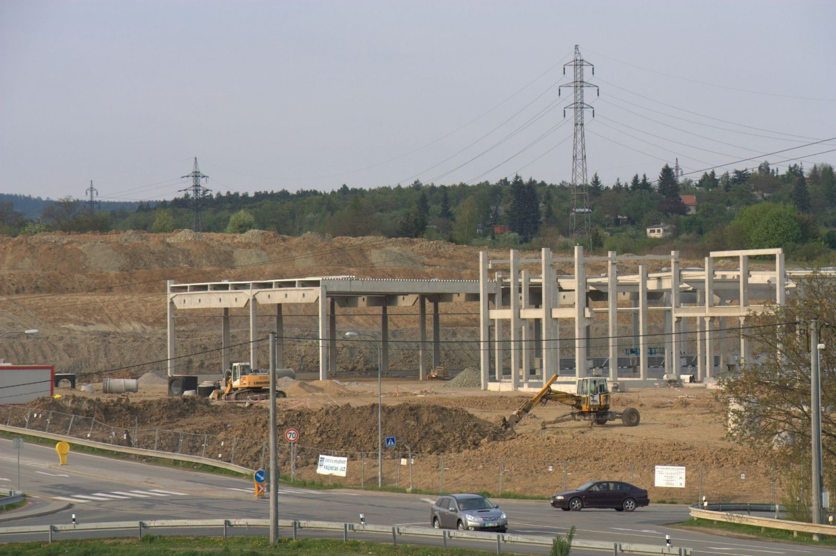 BAUHAUS pohrdá i soudem, přes zákaz pokračuje ve stavbě