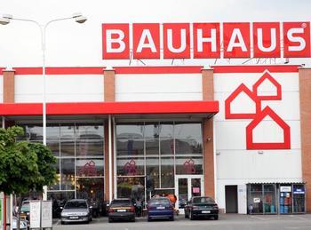 BAUHAUS začal kopat základy hypermarketu v Ivanovicích. Navzdory zákonům.