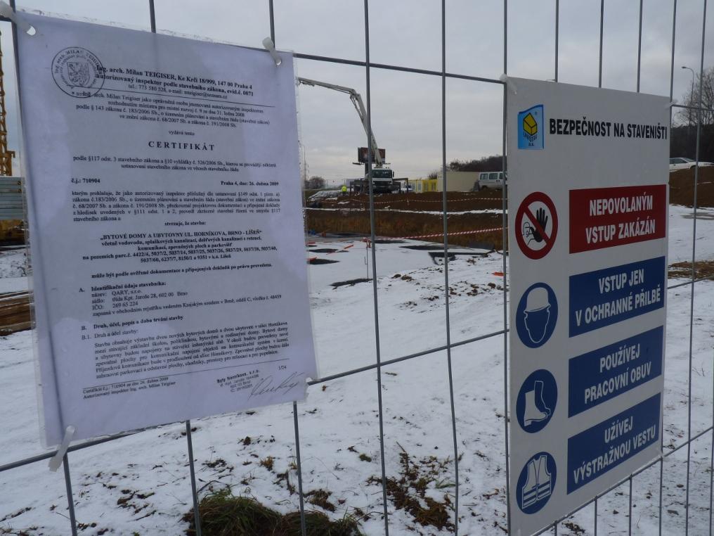 Výstavbu na místě borovicového háje bude šetřit policie