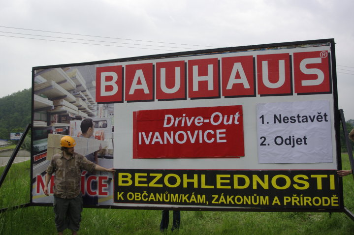 Postavený BAUHAUS nesedí s dokumentací