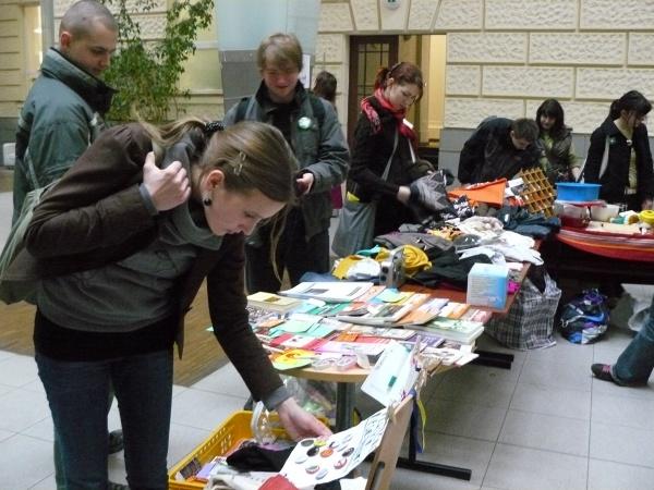 Brno dnes oslaví den proti rasismu. Co vzkážou jablka rasismu?