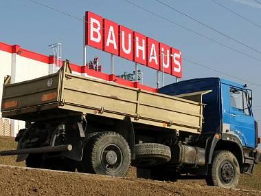 BAUHAUS podvedl své sousedy, nezeptal se a chce jim stavět za domem