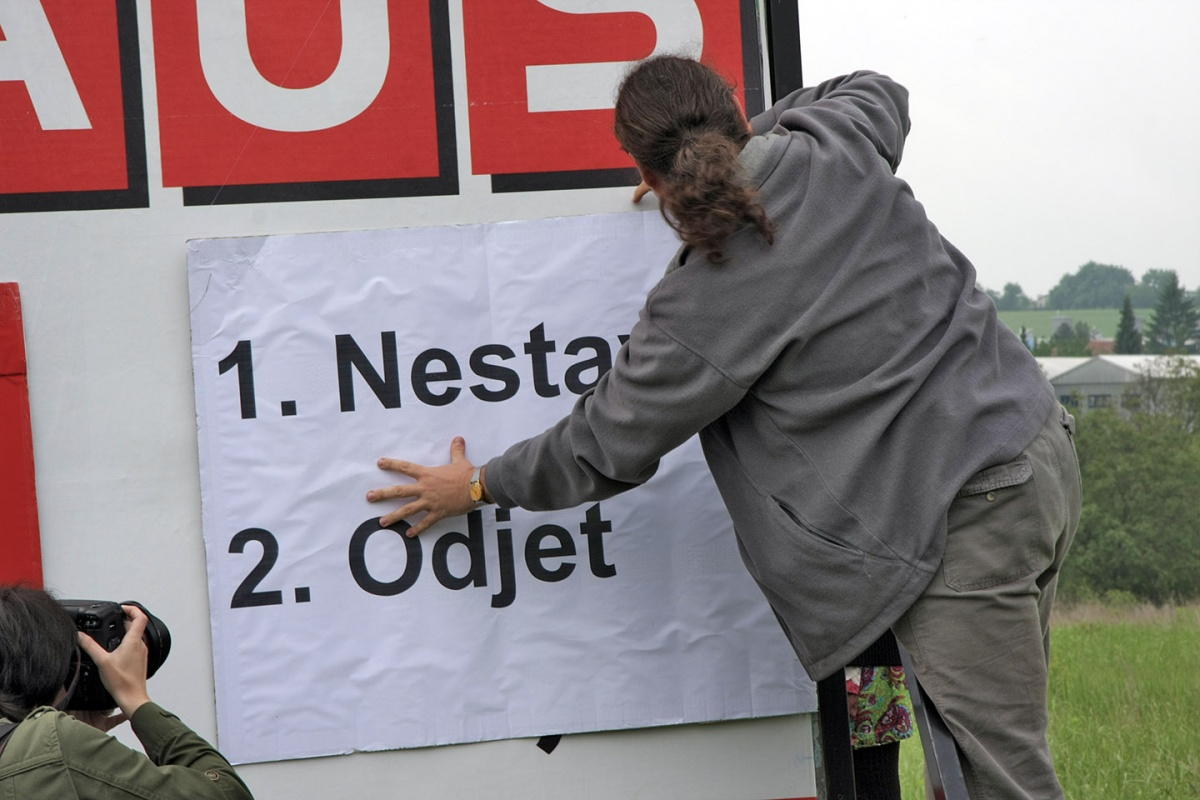 BAUHAUS v Česku pošlapal práva svých sousedů i zákony BAUHAUS in Tschechien hat Rechte seiner Nachbarn sowie Gesetze mit Füssen getreten