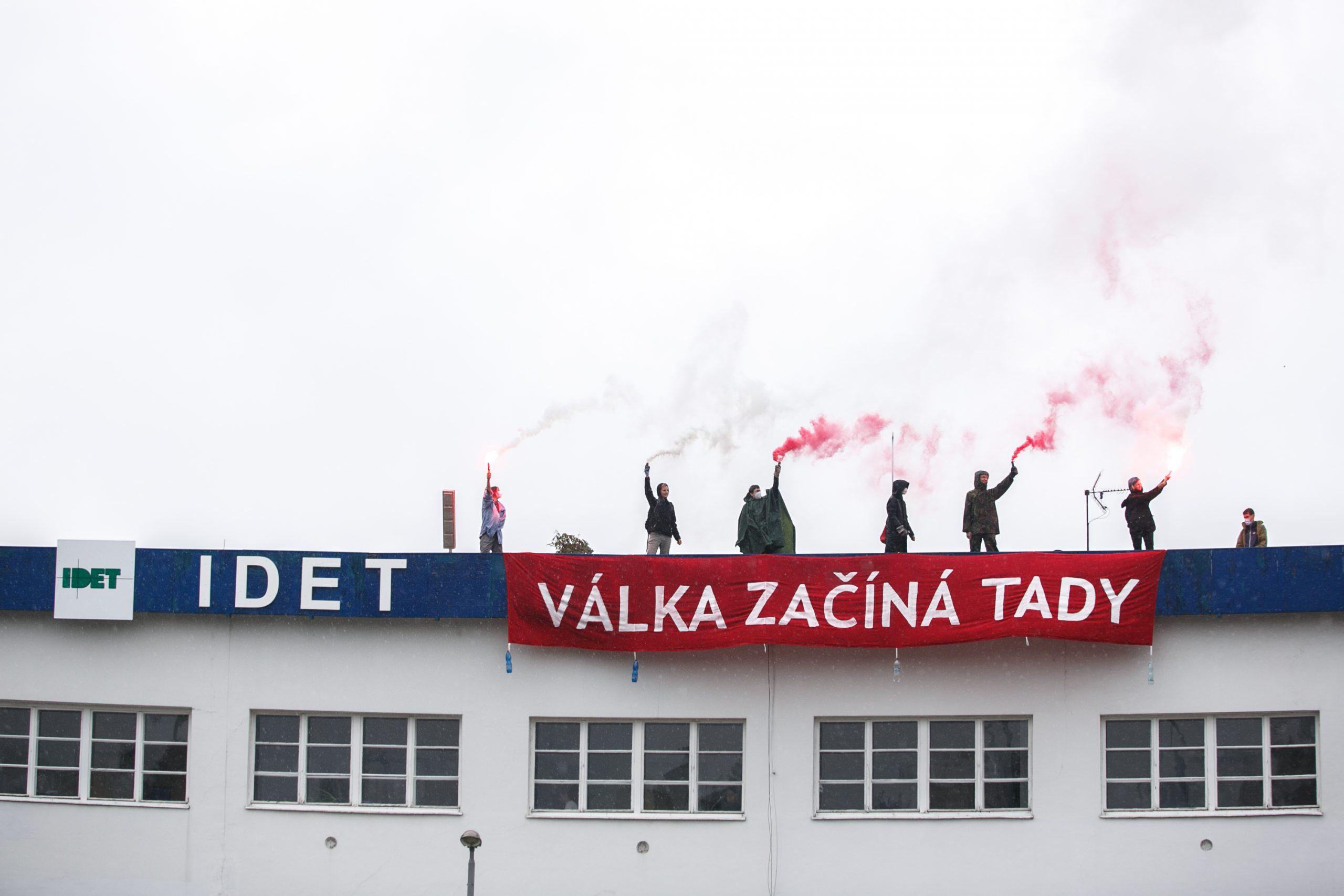 Aktivisté a aktivistky se v Brně postavili zbrojařskému veletrhu